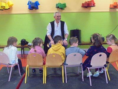 atelier contes avec des petites section maternelles . mai 2019