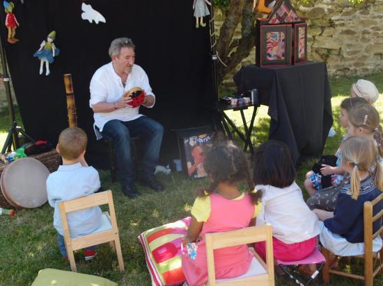 contes à domicile et au jardin pour les 5 ans de Pauline